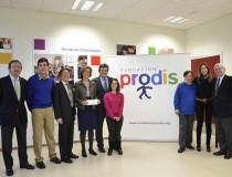 Foto de familia entre miembros de la Fundación Cascajares y la Fundación PRODIS